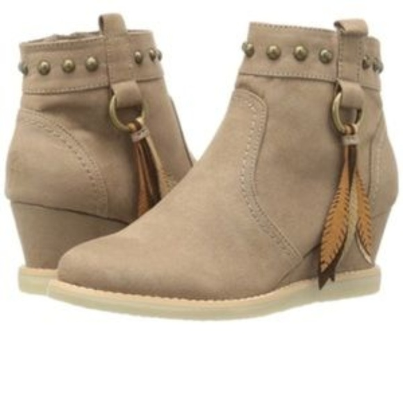 df566cde6a9d Dolce Vita Girls Tan Wedge Bootie Size 2